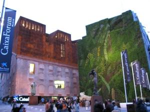 Caixa Forum Madrid exterior gente