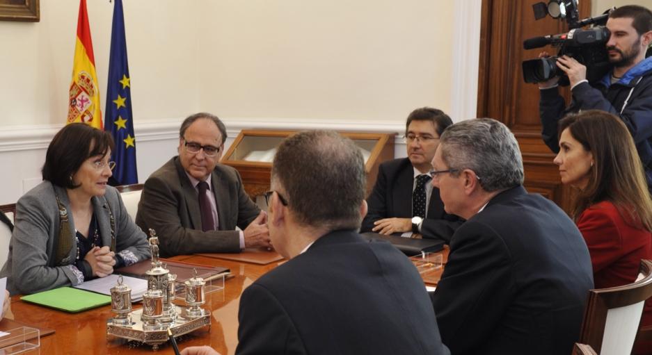 La reunión entre los representantes de GEMME y el Ministro de Justicia se ha prolongado por más de una hora.