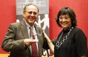 Pascual Ortuño y Lourdes Arastey con el premio AMMI 2014 a la trayectoria profesional en Mediación otorgado al Vicepresidente de Gemme Europa