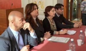 De derecha a izquierda: Antonio Doreste Armas (Presidente TSJ Canarias); Rosa Viera Fernández (Concejala Asuntos Sociales Ayto LPGC); Rosalía Fernández Alaya (Magistrada y miembro de GEMME); Pedro J. Herrera Puentes (Viceconsejero de Justicia)