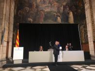 Momento en el que Pascual Ortuño recibe su medalla