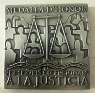Detalle de la Medalla de Honor por servicios excepcionales a la justicia